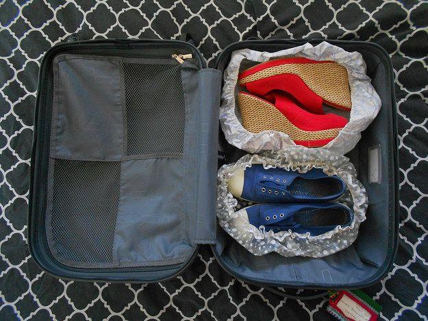 住旅館用過的浴帽別丟,拿來包鞋剛好。